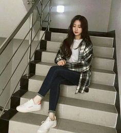 36 popular teenage fashion college looks amazing 00018 Korean Fashion Trends, Korean Street Fashion, Korea Fashion, Asian Fashion, Mode Outfits, Korean Outfits, Girl Outfits, Casual Outfits, Fashion Outfits