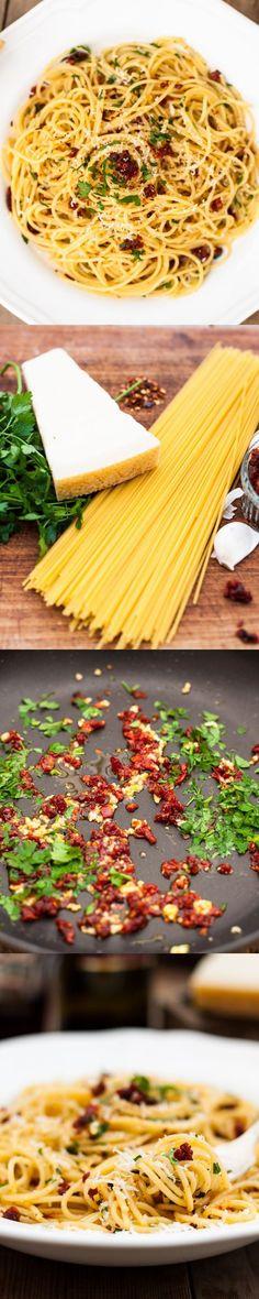Spaghetti alla Siciliana(spaghetti with sun-dried tomatoes, garlic and parsley)