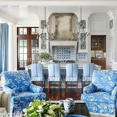 Love everything about this showstopping room designed by @suzannekasler in @housebeautiful! • • • • #interiors #interior #designer #designer #designstyle #interiorstyle #interiorstyling #interiordesign #interiorinspiration #architecture #instadesign #inspo #homedecor #blueandwhite #interiorinspiration #adlovers #decorlovers #love #beautiful #charming #instagood #instyle #instaphoto #instagram #blogger #photooftheday #home #homestyle #kitchen