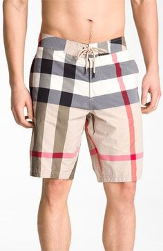 Burberry swimming shorts for men sz M Burberry's signature plaid offers an instantly recognizable pop of designer style to your beach look. In great condition and AUTHENTIC Burberry Shorts Men's Swimsuits, Men's Swimwear, Lacoste, Burberry Brit, Burberry Shorts, Burberry Outfit, Man About Town, Mens Boardshorts, Beach Wear