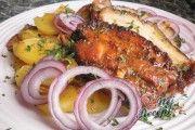 Recept Pikantní vepřový bůček pečený na bramborách Bucky, Pork, Meat, Chicken, Kale Stir Fry, Pork Chops, Cubs