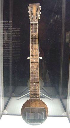 Rickerbacker FIRST EVER electric guitar - The Frying pan