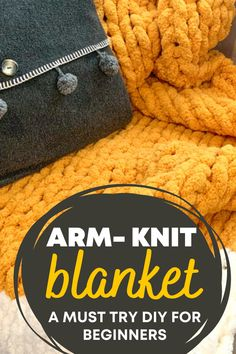 Learn how to arm-knit a chunky knit blanket. Get all the information you need to make a cozy chunky blanket. How much yard do you need, blanket sizes guide, which chunky yarn to choose and a video tutorial. Easy arm-knitted blanket DIY. Perfect for beginners. #yarn #DIYproject #homedecor #chunkythrow #blanket Hand Knit Blanket, Chunky Blanket, Chunky Yarn, Knitted Blankets, Diy Projects For Beginners, Cool Diy Projects, Seed Stitch, Do It Yourself Crafts, Blanket Sizes