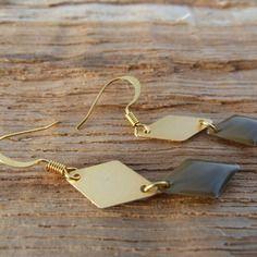 Boucles d'oreilles émail taupe et dorées