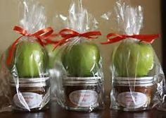 27 Ideas For Baby Shower Prizes Boy Party Favors Otoño Baby Shower, Frog Baby Showers, Baby Shower Prizes, Baby Shower Brunch, Baby Shower Themes, Baby Shower Gifts, Shower Ideas, Shower Games, Shower Tips
