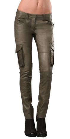 Men's leather jackets certainly are a vital part of each and every man's clothing collection. Men will need jackets for assorted functions and several climate conditions. Men's Jacket Good Look. Leather Jeans, Leather Jackets, Leather Outfits, Rain Suit, Best Running Shoes, Shoes With Jeans, Brown Fashion, Winter Fashion, Jean Outfits