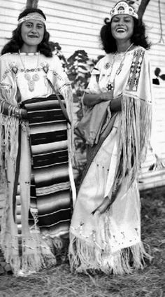 June Boettger (Kiowa), Betty Tahsuda (Comanche) at the American Indian Exposition in Anadarko, Oklahoma - 1949 Native American Images, Native American History, Native American Beauty, Native American Indians, Seminole Indians, American Spirit, Nord, Trail Of Tears, Indian People