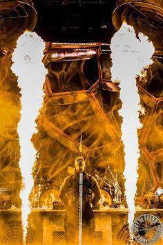 Q12 — У Rammstein не только разнообразная и драйвовая музыка, они еще делают запоминающиеся шоу. К сожалению, я не знаю немецкого, но читала различные интерпретации их песен — там, как мне показалось, кроется много глубоких аллегорий.