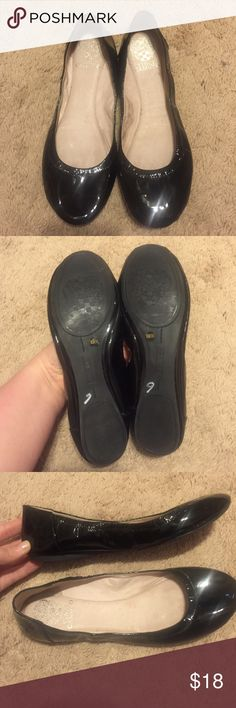Vince Camuto flats size 8.5❤️ Gently used but in good condition! Vince Camuto shiny black flats. Size 8.5M. Mild markings and wear on inside liner-toe area to back heel. Darkening from foot being inside of shoe. No obvious marks or scratches on outside of shoes. Vince Camuto Shoes Flats & Loafers