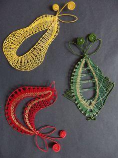 bobbin lace Bobbin Lace Patterns, Knitting Patterns, Bobbin Lacemaking, Lace Art, Lace Jewelry, Needle Lace, Lace Making, String Art, Lace Detail