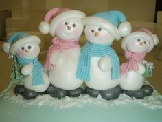 Quick Christmas cake with cute snowman family.