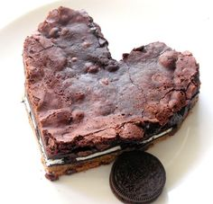 Giant Heart Slutty Brownie Valentine's Day #food #sweets www.loveitsomuch.com