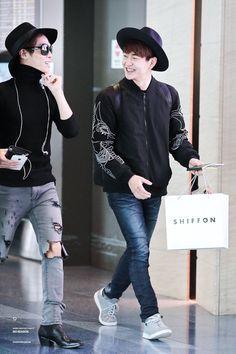 Onew and Jonghyun Shinee Jonghyun, Lee Taemin, Shinee Twitter, Tru Love, Shinee Albums, Lee Jinki, Kim Kibum, Airport Style, Airport Fashion