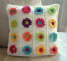 Daisy Chain Pillow Crochet Pattern by psicrochet on Etsy, £3.00