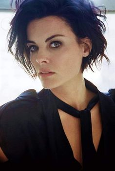 jaimie alexander | Tumblr Jaimie Alexander, Black Dress Red Carpet, Short Hair Cuts, Short Hair Styles, Fc 1, Celebs, Celebrities, Pixie Cut, Cute Hairstyles