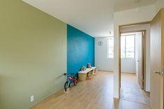 白と木のテクスチャが調和した家・間取り(愛知県)   注文住宅なら建築設計事務所 フリーダムアーキテクツデザイン