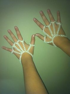 Isabelle made skeleton hands with her Rainbow Loom using glow in the dark bands! Pretty cool!