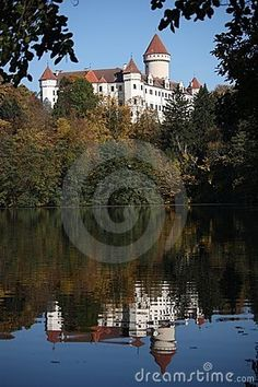 Chateau Konopiste in reflection