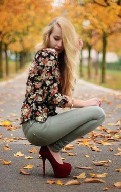 Fall Florals And Burgundy Pumps :: Love this outfit those shoes I WANT them! Dark Floral, Floral Tops, Floral Blouse, Printed Blouse, Fall Winter Outfits, Autumn Winter Fashion, Winter Style, Looks Style, Style Me