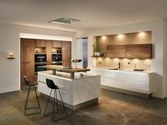 cuisine bois ilot-central-blanc-placard-rangement-moderne-plan-en-u - Home Decor Kitchen, Kitchen Design Small, Kitchen Cabinet Design, Kitchen Decor, Interior Design Kitchen, Modern Wood Kitchen, Open Plan Kitchen, Home Kitchens, Kitchen Design