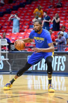Kevin Durant of the Golden State Warriors warms up before the game against the New Orleans Pelicans during Game Four of the Western Conference Semifinals of the 2018 NBA Playoffs on May 2018 at. Basketball Quotes, Basketball Drills, Basketball Court, Kevin Durant Basketball, Durant Nba, Sports Page, New Orleans Pelicans, Western Conference, Nba Champions