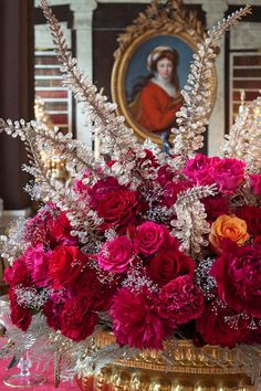 christmas Holiday Entertaining and Decorating Tips From Carolyne Roehm Christmas Table Settings, Christmas Tablescapes, Christmas Centerpieces, Christmas Decorations, Christmas Arrangements, Christmas Candles, Christmas Ornaments, Centerpiece Decorations, Decoration Table