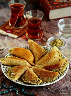 Atayef are Middle Eastern pancakes filled with cheese or nuts then soaked in a rose sugary syrup. They are special to the month of Ramadan. Lebanese Desserts, Lebanese Recipes, Arabic Dessert, Arabic Food, Arabic Sweets, Great Desserts, Dessert Recipes, Rice Recipes, Gourmet