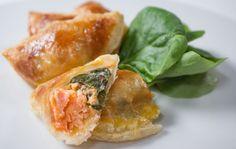 Cette recette revisite le traditionnel feuilleté d'épinard. Et hop ! On ajoute du Saumon de Norvège pour le goût et de la ricotta pour la douceur.