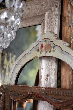 Vintage frames Jennifer Lanne's home at Devils Hop Farm Simply Shabby Chic, Shabby Chic Style, Shabby Chic Decor, Vintage Home Decor, Shabby Chic Bedroom Furniture, Shabby Chic Bedrooms, Shabby Chic Homes, Chic Bedding, Shabby Chic Fabric