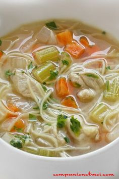 Chicken soup with vermicelli Pressure Cooker Chicken, Pressure Cooker Recipes, Ramen Noodle Recipes, Ramen Noodles, Best Crockpot Recipes, Easy Recipes, Vegan Junk Food, Mushroom Soup Recipes, Salty Foods
