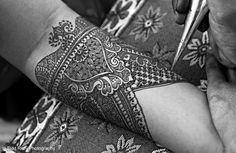 intricate bridal henna design