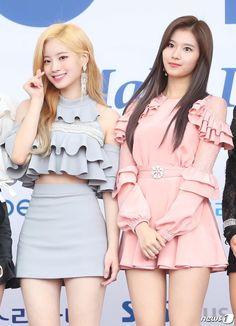 Dahyun & Sana (Twice) Kpop Fashion, Korean Fashion, Fashion Outfits, Stage Outfits, Kpop Outfits, Kpop Girl Groups, Kpop Girls, K Pop, Twice Clothing