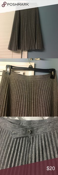 Wool pleated skirt Wool blend pleated skirt. In great condition. Falls slightly below the knee. Has some stains in lining inside skirt but nothing that's visible in the outside Liz Claiborne Skirts Midi