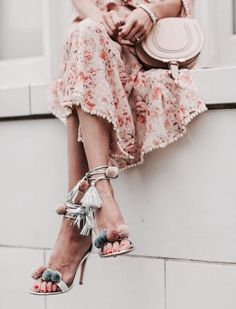 Find girl images discovered by Vogue on We Heart It