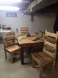 Pallet Dining Table with Chairs Set   101 Pallet Ideas