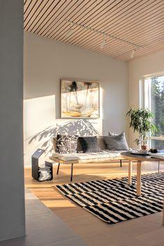 70mm leveä kattopaneeli. Plywood Interior, Home Gym Design, Living Styles, Cottage Interiors, Cozy Living Rooms, Beautiful Interiors, Loft, Interior Inspiration, Interior Design