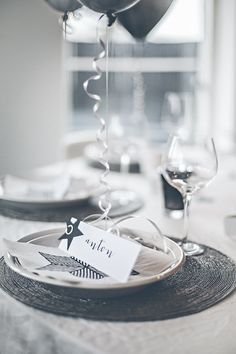 New Year's Eve table setting in black and white New Years Eve Table Setting, New Year Table, New Years Dinner, New Years Eve Party, Christmas Mood, Modern Christmas, New Years Decorations, Table Decorations, New Years Eve Events