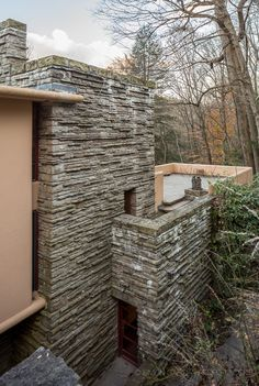 Casas De Frank Lloyd Wright, Frank Lloyd Wright Style, Frank Lloyd Wright Buildings, Falling Water Frank Lloyd Wright, Falling Water House, Stone World, Unusual Buildings, Natural Homes, Les Cascades