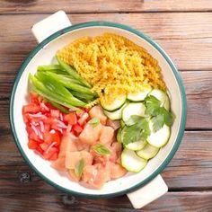 Une recette de one pan pasta aux couleurs de l'été : basilic, poulet, tomates, courgettes et poivrons ! un plat de pâtes tout en un très bon !