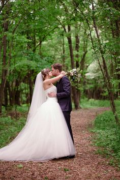 Strikingly Gorgeous Outdoor Wedding ~ Dan and Melissa Photography | bellethemagazine.com