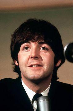 Rare Photos of Paul Mccartney Paul Mccartney Beatles, My Love Paul Mccartney, Linda Mccartney, Ringo Starr, George Harrison, John Lennon, Beatles Band, Beatles Lyrics, Sir Paul