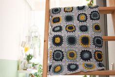 Sunburst Flower Granny Square Decke in nice colours Sunburst Granny Square, Granny Square Projects, Flower Granny Square, Granny Square Blanket, Granny Squares, Crochet Baby Shawl, Baby Boy Crochet Blanket, Afghan Crochet Patterns, Crochet Granny