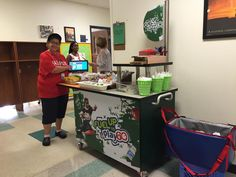 It's so exciting to see the BONANZA of BREAKFAST OPTIONS in schools, especially those that give students more time to enjoy Breakfast in the Classroom. This new Fuel Up to Play 60 - American Dairy Association cart is from the fabulous crew at Northside-Dudley School
