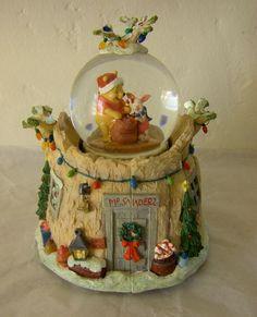 Winnie the Pooh Christmas Snow globe, 'Pooh Family Treehouse', Disney ...