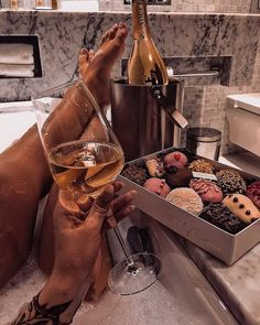 Uploaded by K R I S T I N A ♛❥. Find images and videos about inspiration, drink and money on We Heart It - the app to get lost in what you love. Boujee Lifestyle, Luxury Lifestyle Women, Lifestyle Fashion, Rich Girls, Luxury Couple, Boujee Aesthetic, Luxury Girl, Relaxing Bath, Luxe Life