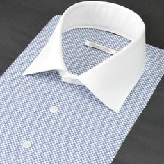 SH520-02 白地に小紋柄の〇柄を描きその中に綺麗なブルーの丸をプリントした生地。イタリアらしい遊び心として内側のブルーの丸を一個おきに異なる位置に配置する事によって、遠目から見た際、またシャツにでき上がった際に立体感がある仕上がりになります。さすがイタリア!といったセンス&遊び心ですね。