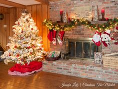 The complete look of our Jennifer Lutz's Scandinavian-inspired tree and mantel
