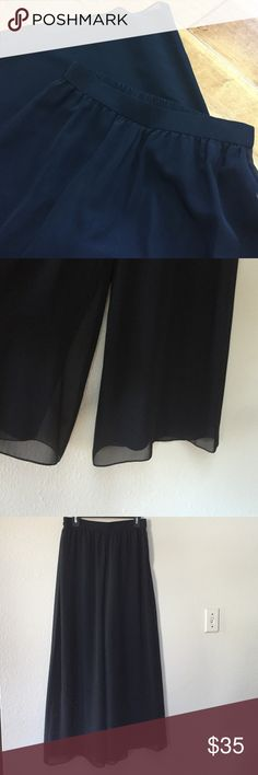 """Adrianna Papéll black wide leg dress pants This is a gorgeous pair of Adrianna Papéll black, wide leg dress pants. The back half of the waist is elastic and the legs have a beautiful """"soft flow"""" look. Size 12P. The waist measurement when measured across laid flat is approximately 14.5"""". The length is approximately 42"""". Adrianna Papell Pants Wide Leg"""