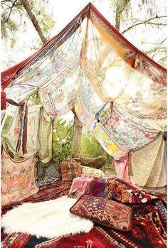 Assembler des foulards pour créer un coin d'ombre en cas de forte chaleur  jardin mariage pinterest déco