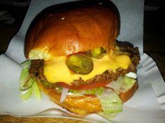 Burger Berlin: Das Burgermeister Berlin am Schlesischen Tor getestet  Zu finden unter: http://hubert-testet.de/burger-in-berlin-das-burgermeister-am-schlesischen-tor-getestet/